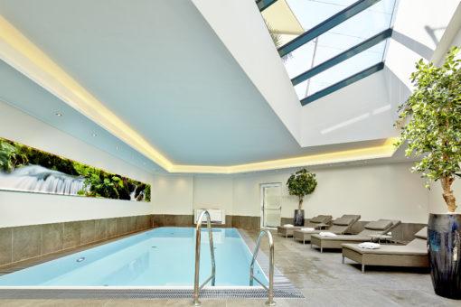 Wellnessbereich mit Indoorpool Hotel Gabi Salzburg Wals