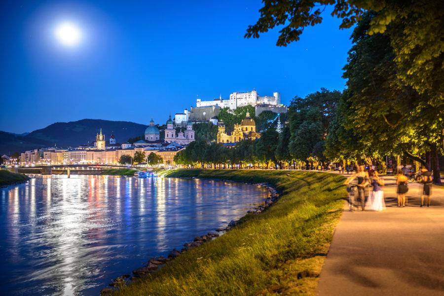 Franz-Josef-Kai, bei Vollmond mit Blick auf die Festung Hohensalzburg