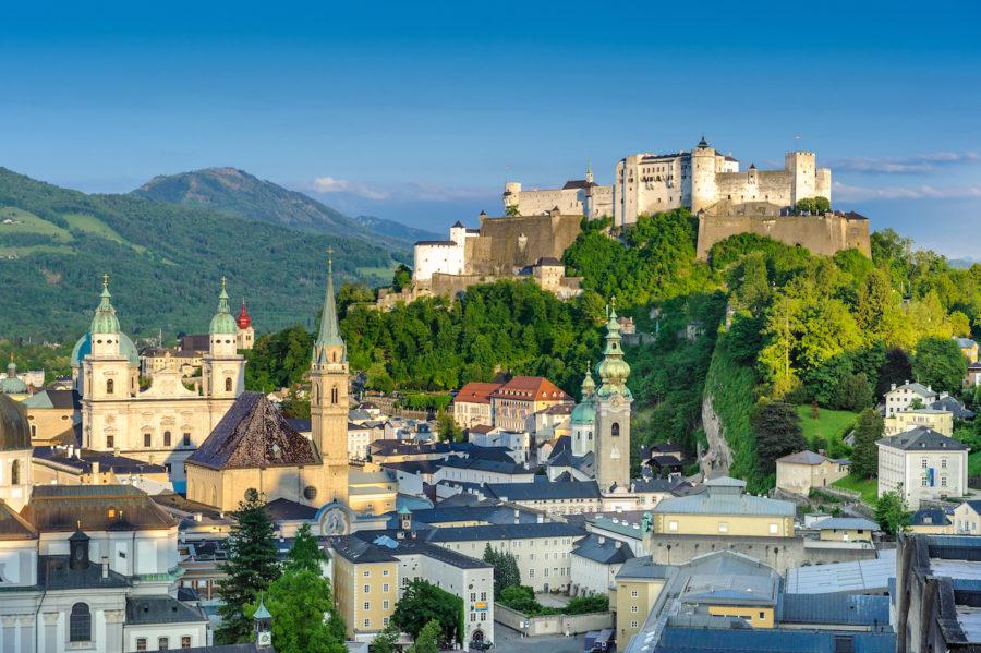 Sehenswürdigkeiten Salzburg, Blick vom Mönchsberg auf die Festung Hohensalzburg und auf die Salzburger Altstadt