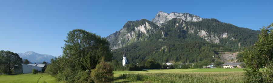 Der Ort Grödig mit Blick auf den Untersberg