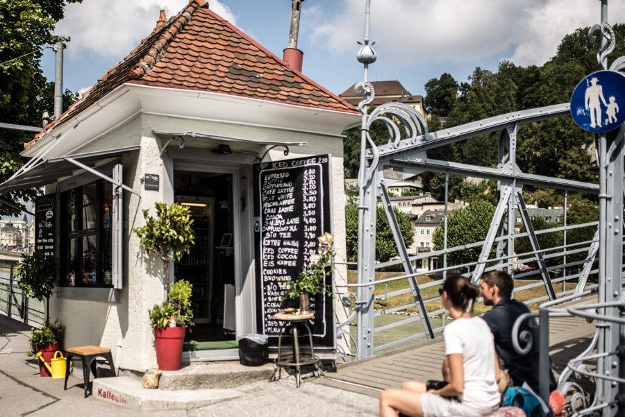 Kaffeehaus we love Coffee direkt am Mozartsteg in der Salzburger Altstadt