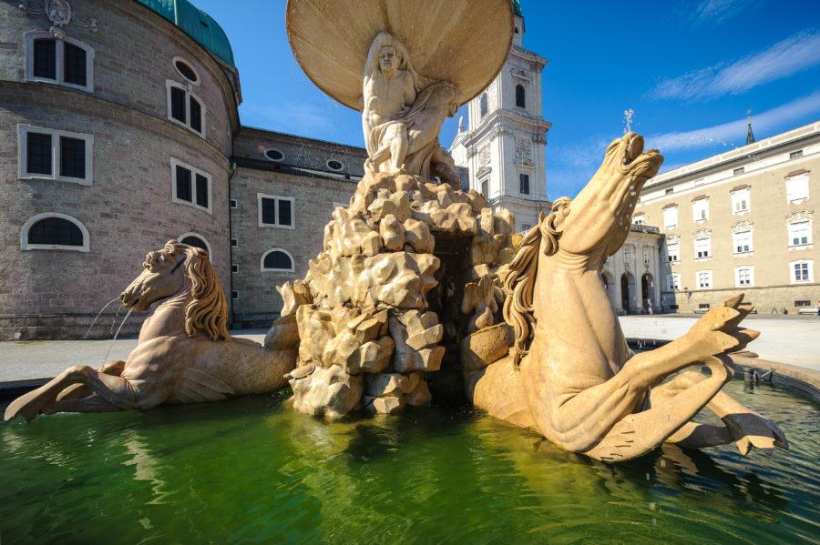 Der Salzburger Residenzplatz mit Pferdeschwemme