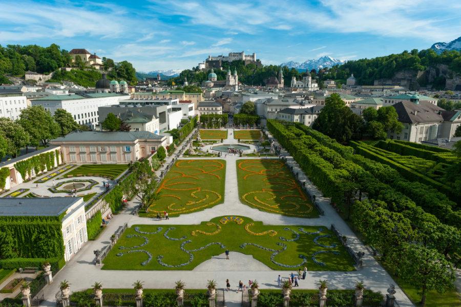 Blick über den Mirabellgarten auf die Festung Hohensalzburg