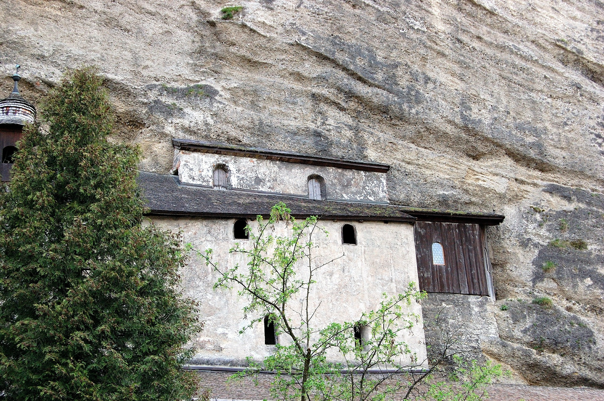 Katakomben im Berg