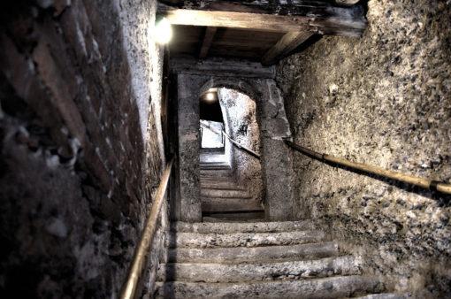 Stufen in den Katakomben