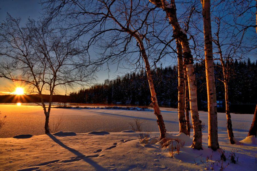 Sonnenuntergang in verchneiter Seelandschaft